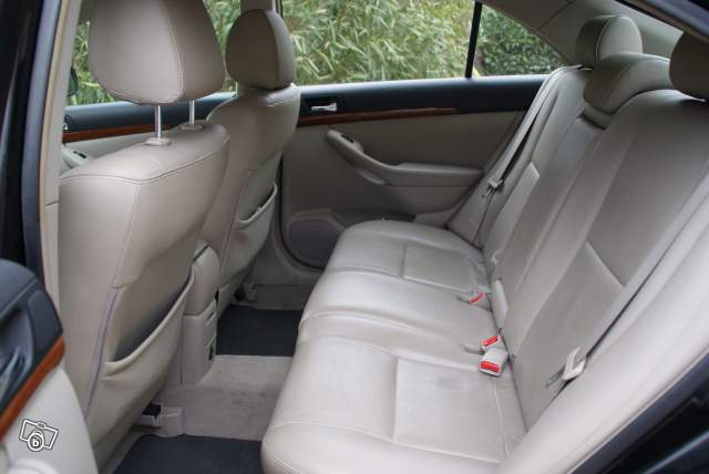 vente auto occasion marseille toyota avensis 126 d 4 d diesel pack cuire. Black Bedroom Furniture Sets. Home Design Ideas